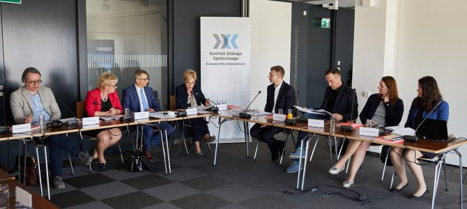 """Relacja z debaty """"Między feudalizmem a personalizmem – o praktyce zarządzania w Polsce"""""""